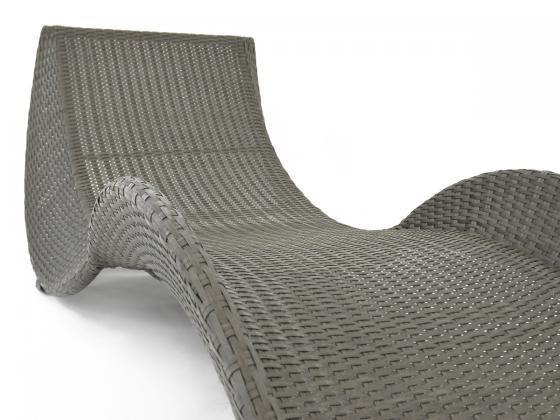 sonnenliege loungeliege aus polyrattan in grau sonnenliegen design shop. Black Bedroom Furniture Sets. Home Design Ideas