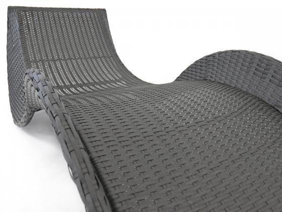 sonnenliege loungeliege aus polyrattan in schwarz sonnenliegen design shop. Black Bedroom Furniture Sets. Home Design Ideas